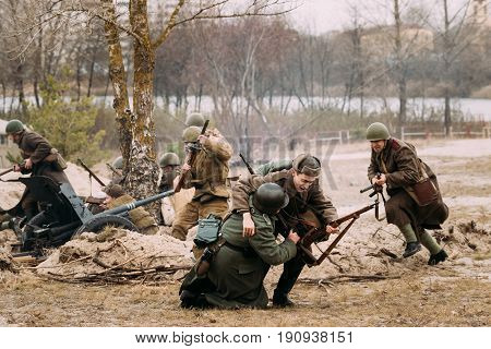 Gomel, Belarus - November 26, 2016: Re-enactors Dressed As Red Army Russian Soldiers And German Wehrmacht Infantry Soldiers In World War II Fighting During Historical Reenactment.