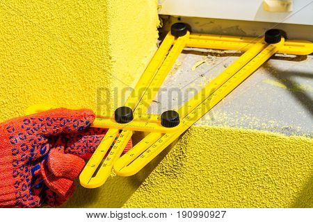 Builder's Hand With Multifunctional Ruler