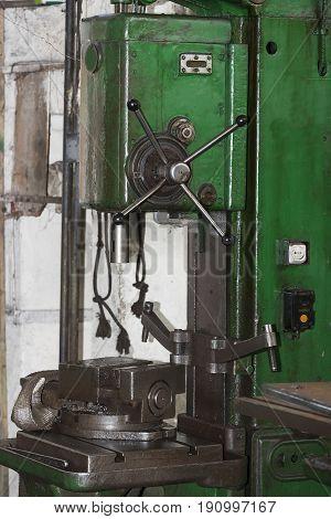 Metalworking machines working mechanisms are shot close