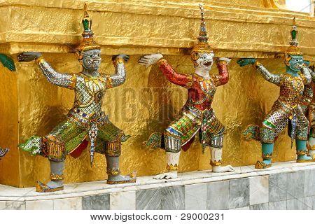 Statues in Wat Po in Bangkok