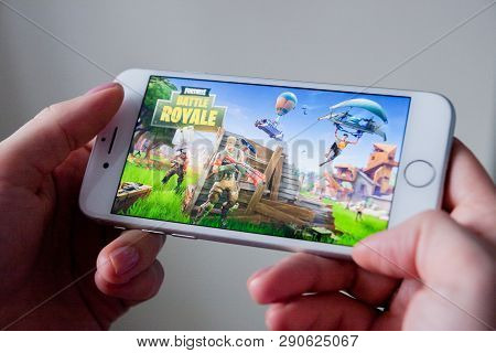 Los Angeles, California, Usa - 8 March 2019: Hands Holding A Smartphone With Fortnite Game On Displa