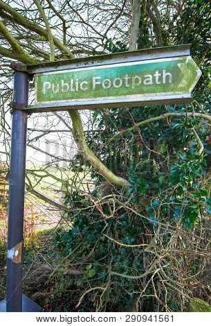 Sign For An Entrance To A Public Park And Footpath In Rural Shropshire, England.