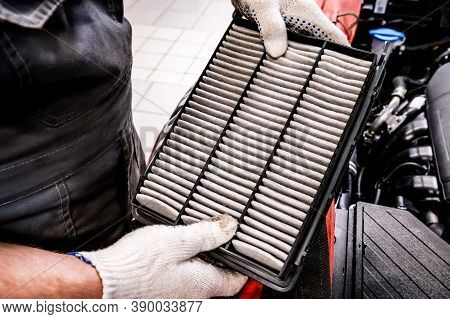Hand Of Mechanik Is Holds Car Air Filter
