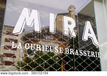 Bordeaux , Aquitaine / France - 10 10 2020 : Mira Text And Sign Logo On Bar Windows Of Spring Water