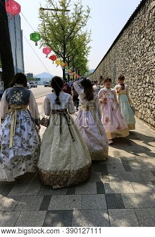 Seoul, South Korea - April 30, 2017: Korean Girls In Traditional Costumes Walk Along The Walls Of Th