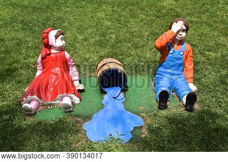 Aberdeen, South Dakota, August 7, 2020: Jack And Jill Are Displayed At The Land Of Oz(storybook Land