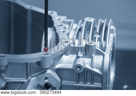 The  Cmm Machine Checking The Aluminum Cylinder Head Parts . The Quality Control Of Automotive Parts