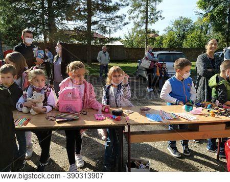 Sremska Mitrovica, 9 October 2020. School Fair. Children Sell Toys, Books And School Supplies To Cus
