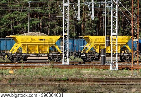 Swinoujscie, West Pomeranian / Poland - 2020: Wagons On A Maneuvering Siding With A Load Of Aggregat