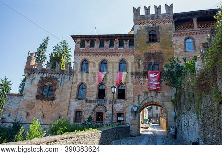Castell' Arquato (piacenza), Italy, August, 25, 2020 - View Of The Medieval Town Of Castell'arquato,