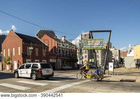 New Orleans, Usa - October 17: New Orleans Residential District, With Downtown On The Background On
