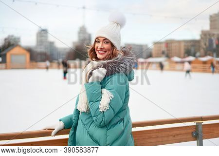 Beautiful Lovely Middle-aged Girl Curly Hair Warm Winter Jackets White Knitted Hat Glove Stands Ice