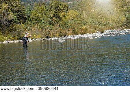 fly fisherman fishing on the rio Ara in Spain
