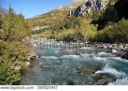 Ara river in Aragon Spain