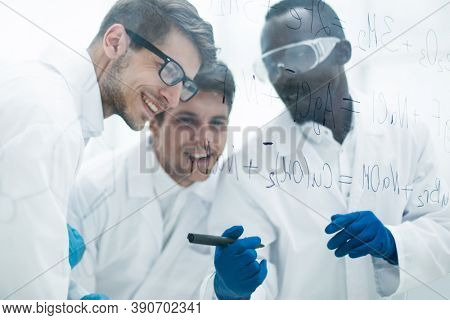 group of scientists talking in the laboratory.