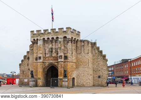 Southampton, United Kingdom - April 24, 2019: The Bargate Is A Medieval Gatehouse In The City Of Sou