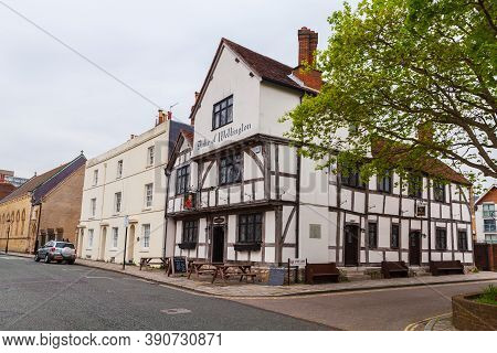 Southampton, United Kingdom - April 24, 2019: Southampton Street View With Duke Of Wellington Pub At