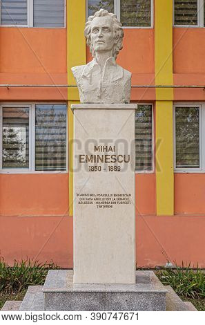Tantareni,  Romania - October 15, 2020: The Statue Of The Greatest  Romanian Poet  Mihai Eminescu On