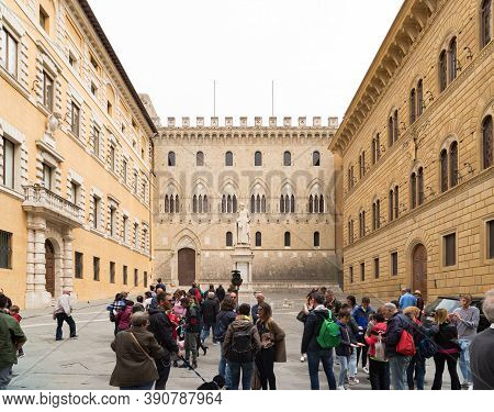 Siena, Italy - April 22, 2019: Tourists On One Of The Many Squares In The Italian City With The Stat
