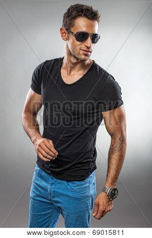 Handsome fashion man wearing sunglasses
