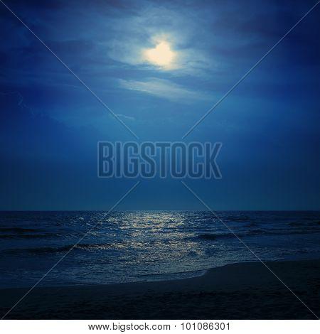 moon light in dark blue sky over sea