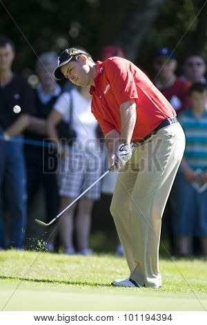 WENTWORTH, ENGLAND. 23 MAY 2009.David HOWELL ENG playing a chip shot playing in the 3rd round of the European Tour BMW PGA Championship.