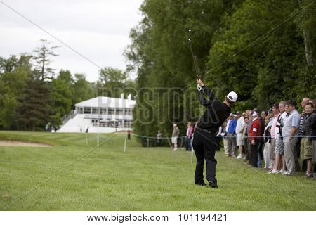WENTWORTH, ENGLAND. 22 MAY 2009.Anders HANSEN DEN with an approach shot to the 18th hole during the 2nd round of the European Tour BMW PGA Championship.