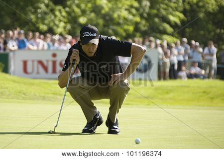 WENTWORTH, ENGLAND. 24 MAY 2009.Ross Fisher (GBR) lines up a putt playing in the final round of the European Tour BMW PGA Championship.