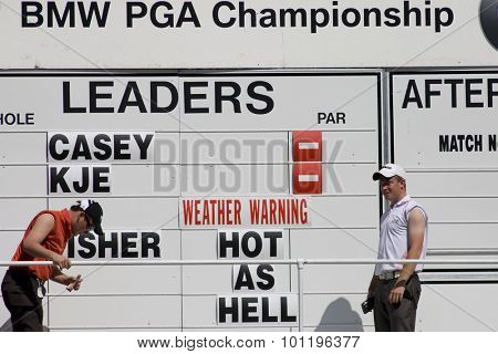 WENTWORTH, ENGLAND. 24 MAY 2009.Weather warning on the scoreboard at the 17th green during the final round of the European Tour BMW PGA Championship.