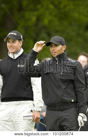 KENT ENGLAND, 27 MAY 2009. Formula 1 world champion racing driver Lewis Hamilton and Henrik STENSON (SWE) playing in the pro-am event part of the European Tour European Open golf tournament.