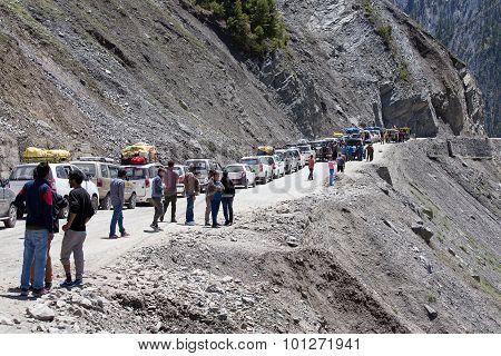 Cars With Passengers Stuck At The Pass On The Way Srinagar Leh, Himalayas. India