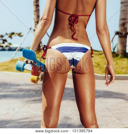 Sexy Suntanned Lady Staying With Blue Penny Board On The Streat