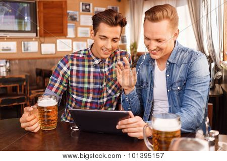 Nice friends drinking beer