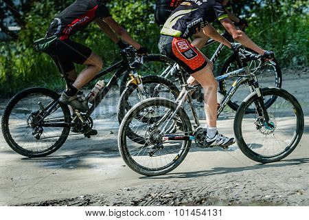 group mountainbiker during race