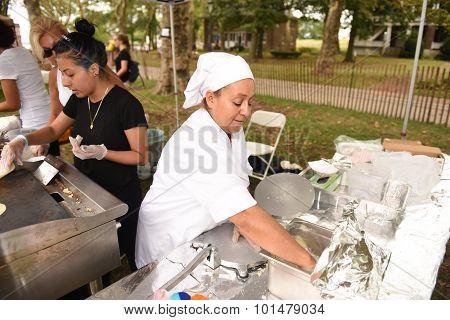 Making fresh corn tortillas at El Atoradero