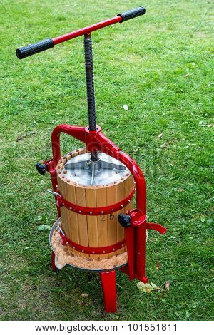 Traditional Apple Press