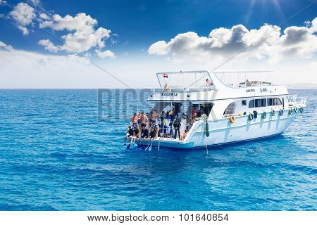 Yacht with scuba divers