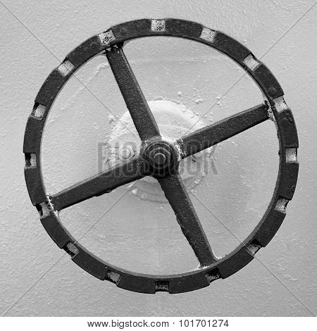 old hand wheel on the wall of tank