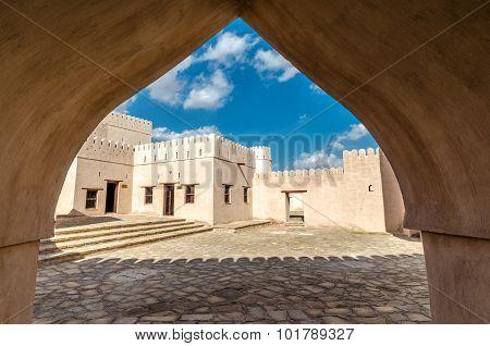 Jalan Bani Bu Hassan Fort