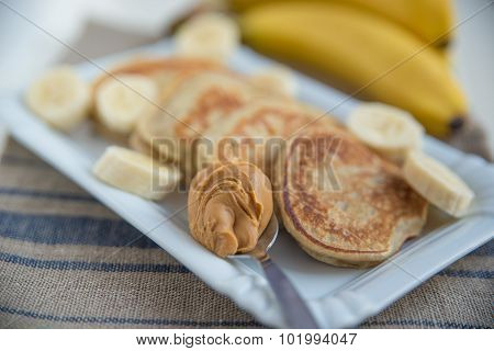 pancakes with banana and peanut butter
