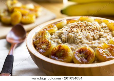 Oats with banana caramelized, cinnamon and coconut sugar
