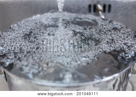 clean rinse water in the kitchen sink