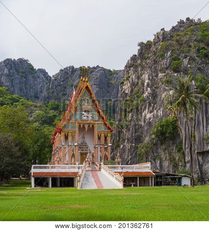 Buddhist Temple : Wat Khao Daeng , Khao Sam Roi Yot Nationalpark , Prachuap Khiri Khan Province , Th