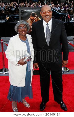 """NEW YORK - APRIL 17:  Actor Ken Foree and his mother Juanita Foree attend the """"Water for Elephants"""" premiere at the Ziegfeld Theatre on April 17, 2011 in New York City."""