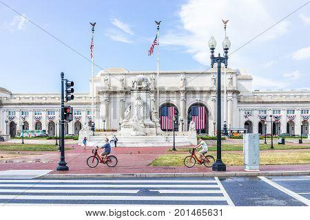 Washington Dc, Usa - July 1, 2017: Union Station On Columbus Circle With Red Traffic Light On Road,
