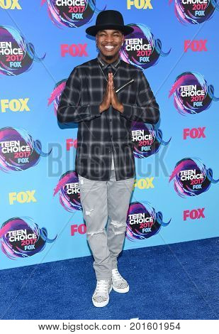 LOS ANGELES - AUG 13:  Ne-Yo arrives for the Teen Choice Awards 2017 on August 13, 2017 in Los Angeles, CA
