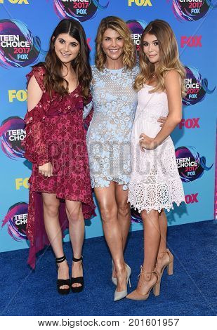 LOS ANGELES - AUG 13:  Lori Loughlin, Isabella Rose Giannulli, Olivia Jade Giannulli arrives for the Teen Choice Awards 2017 on August 13, 2017 in Los Angeles, CA