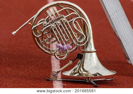 a French Horn waiting its turn to perform