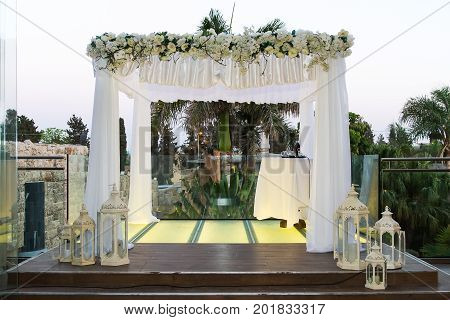 Beautiful photo of the Jewish Hupa wedding putdoor .