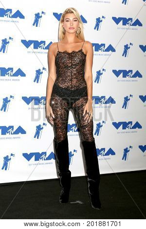 LOS ANGELES - AUG 27:  Hailey Baldwin at the MTV Video Music Awards 2017 at The Forum on August 27, 2017 in Inglewood, CA